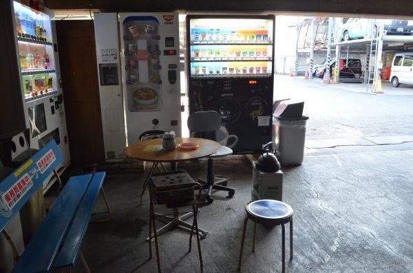 伊東さんがコーヒーをおごってくれた休憩スペース