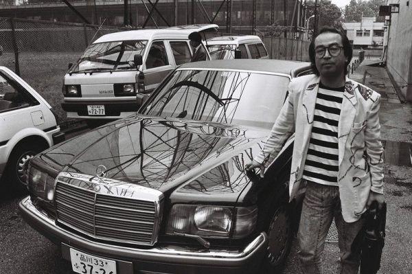 昼下がり、ベンツでテレビ局へ「出勤」する志村けん。テレビ画面では見られない素顔の志村=1988年5月