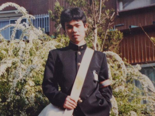 愛知県の里親「松岡さん」の家で中学校入学の頃に撮影した