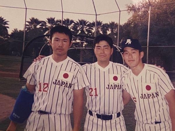横浜国立大学2年生の時、日本代表選手に選ばれた北川さん(写真左)=北川さん提供