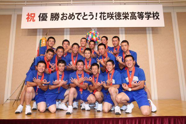 夏の甲子園で2017年に埼玉県勢として初優勝した花咲徳栄の選手たち=17年8月、兵庫県伊丹市