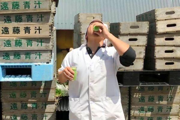 新型コロナウイルスを受けて始まった「青汁返杯」に参加する遠藤青汁高知センターの従業員=田辺美和さん提供