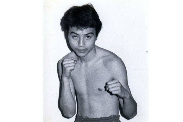 「フクイのカレー」をつくった福井英史さん。プロボクサー時代は東京・下北沢の金子ジムに所属。ライトフライ級(48.9キロ)の試合に出場していた=福井さん提供