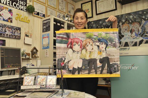 つじ写真館でファンをもてなす峯知美さん