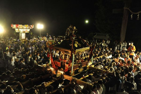 「らき☆すた」を神輿として担ぐ地域のお祭り「土師祭」の様子。現在では休止状態となっている