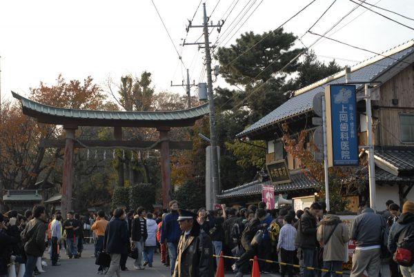 「らき☆すた」のブランチ&公式参拝in鷲宮で賑わった鷲宮神社=2007年12月2日撮影