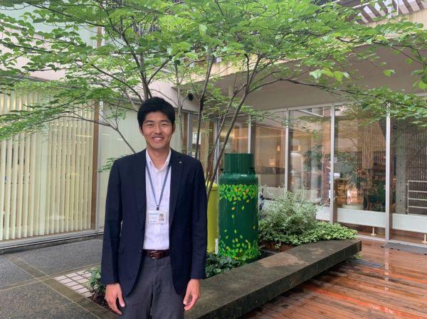 LPガス事業のチョープロに入社した近藤さん。身長186センチ。現在は子会社の長崎地域電力に出向している