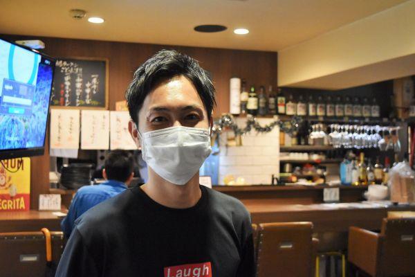 平日夜は東京・神楽坂の居酒屋でアルバイトをするフリーアナウンサーの庄野数馬さん