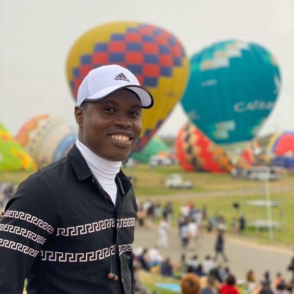 熱気球の大会、佐賀インターナショナルバルーンフェスティバルを見に行ったジョゼさん=2019年11月