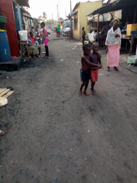 ジョゼさんが生まれ育った地域。大都市の中でも、この一角は道路も舗装されていなかった