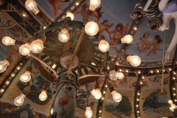エルドラドの天井には天使の絵が描かれている=2020年8月、東京都練馬区