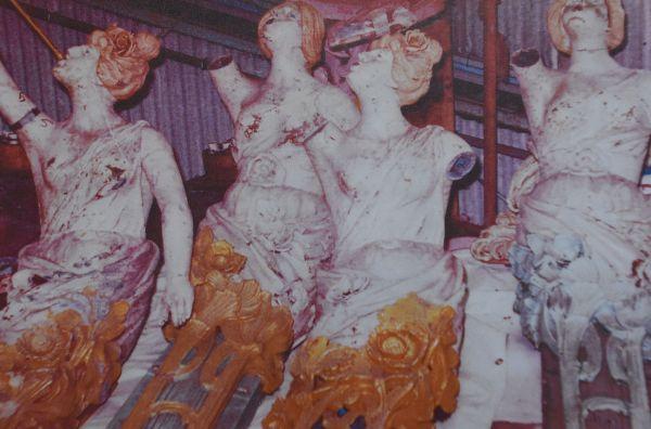 としまえんに到着した頃のエルドラド。塗装がはげた状態の乗り物が多かった=豊島園提供
