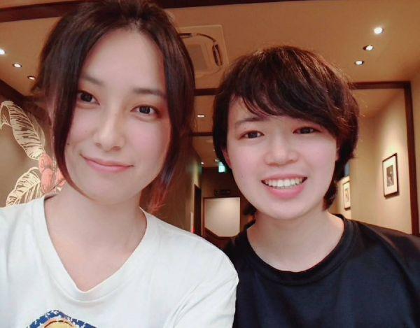 西出弥加さん(左)と光さん