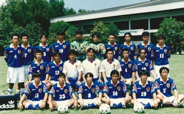U-16日本代表の集合写真。上段右から2番目が谷川さん=本人提供