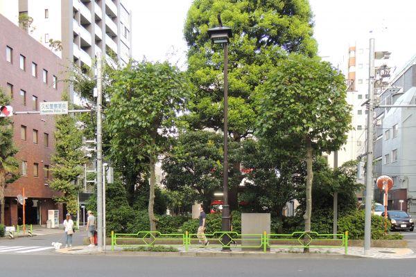 久松警察署の近くにある川とは関係ない「小川橋」付近の様子