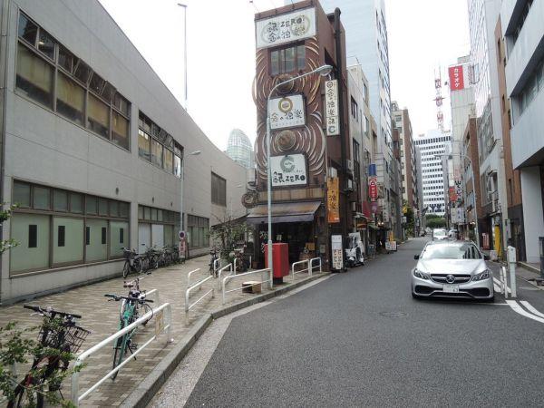 「京橋」の近く「大根河岸」があったあたりに残る謎のY字路