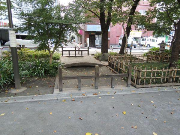 埋め立てられた「龍閑川」に作られた「龍閑児童公園」