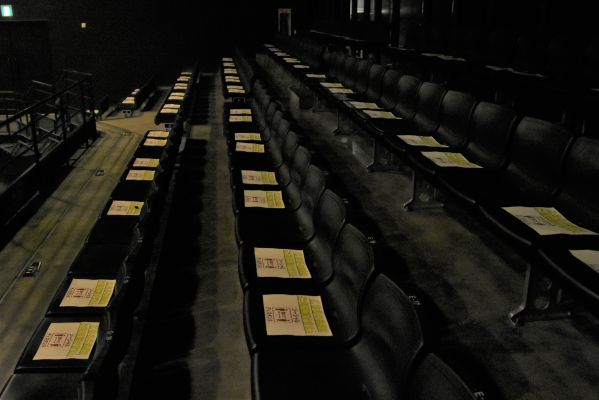 2階のカメラ席も間隔を取って座るように指示されていた