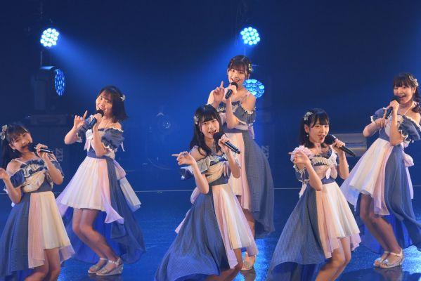 ソーシャルディスタンスに配慮したAKB48の@JAMでのステージ