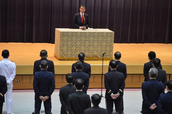 防衛省講堂での離任式で挨拶する河野・前防衛相=9月17日、東京・市谷。藤田撮影(以下同じ)