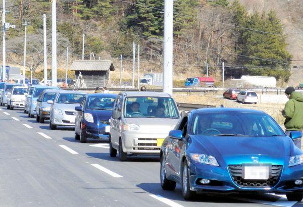 町中心部から避難する車で渋滞する国道114号=2011年3月12日午後1時47分、福島県浪江町、浪江町提供