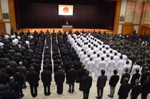 2017年8月、岸田文雄・前防衛相の離任式=東京・市谷。藤田撮影