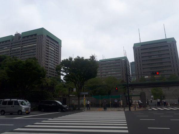 防衛省を正門前から=9月17日、東京・市谷。藤田撮影(以下同じ)