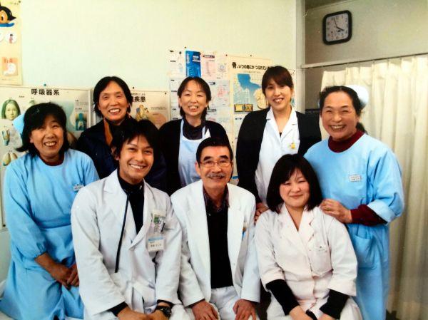 津島診療所で撮影された「最後の写真」。時計の針は午後4時前を指している=2011年3月11日、福島県浪江町、今野千代さん提供