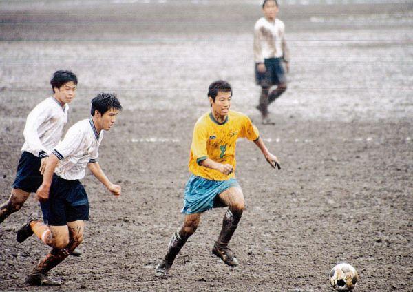 帝京高校時代の樋口龍さん(左から3番目)=本人提供