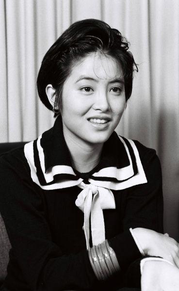 NHKの朝のテレビ小説「凛凛と」にも出演していた荻野目洋子さん。半年の間に19歳から34歳までを演じた=1990年3月2日、東京都渋谷区