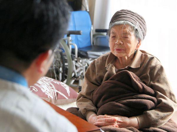 旧津島村の記憶があった頃の三浦ミンさん=2018年1月、福島市、三浦英之撮影