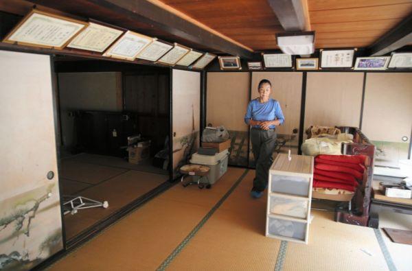 家族の笑い声が響いていた自宅は高線量で住むことができなくなった=2020年7月、福島県浪江町、三浦英之撮影