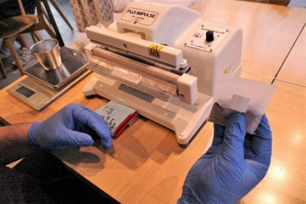 「ソーシャルグッドロースターズ 千代田(SGR)」で販売されている商品はすべてスタッフによる手作り