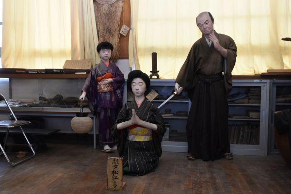 小学校に保管されていた松江さんたちの人形