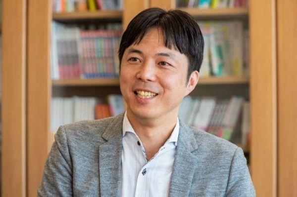 「ホウドウキョク」の立ち上げに関わったフジテレビの清水俊宏さん。現在の肩書はチーフビジョナリスト=吉田一之撮影、記事は出典から