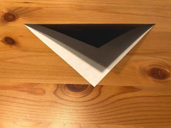 【カラスの折り方】 三角に折る