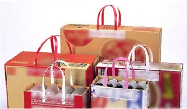 タックハンドルは、ビール・栄養ドリンク・家電製品など、様々な商品のパッケージ貼るだけで、手軽に持ち上げることが出来る。種類は耐荷重が10キロ・15キロの二つ。