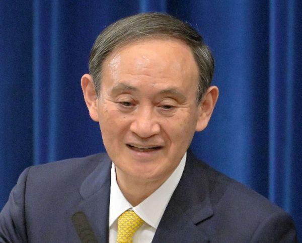 「これほどまで反発が広がると思っていたのかどうか」と聞かれた菅義偉首相は……=2020年12月4日