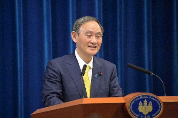 会見する菅義偉首相=2020年12月4日