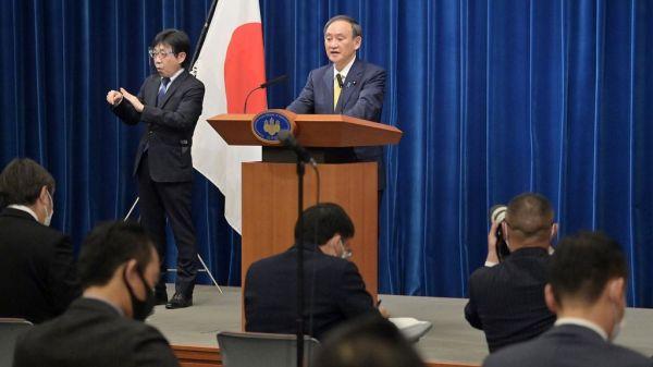 会見する菅義偉首相=2020年12月4日午後6時4分、首相官邸、恵原弘太郎撮影