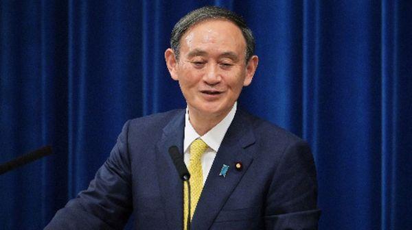 日本学術会議が推薦した会員候補6人の任命を拒否した問題で笑みを浮かべる菅義偉首相=2020年12月4日