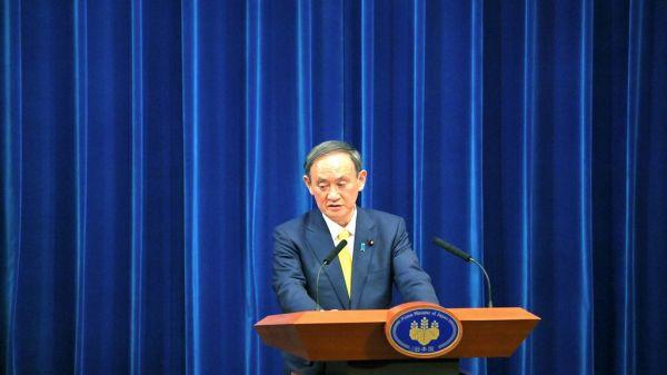 会見する菅義偉首相=2020年12月4日午後6時7分、首相官邸、恵原弘太郎撮影