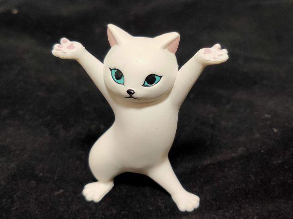 「ネコのペンおき」シロネコ