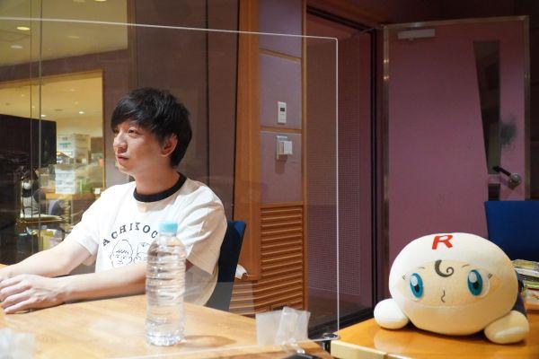 パンサー向井さんが生き方を尊敬しているという「ロールパンナちゃん」が隣にいた。ファンから届いたものだという=2020年12月1日、名古屋市中区のCBCラジオ本社
