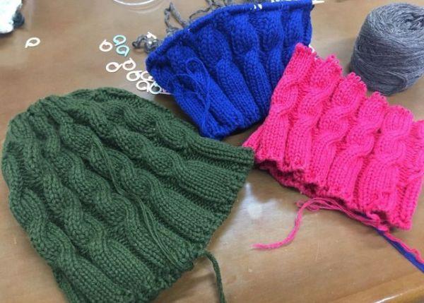 LINAさんが編んだ毛糸の帽子=本人提供