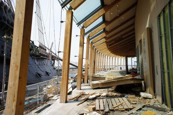 隣接する「宮城県慶長使節船ミュージアム」の施設も、大きな被害を受けた