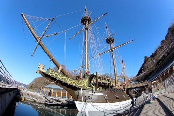 石巻市沿岸部に係留されている木造船「サン・ファン・バウティスタ」。約400年前、伊達政宗の命により造られた。現在残る船体は、県民運動の結果、1993年に復元されたものだ