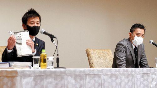 判決を受け記者会見するお笑いコンビ「爆笑問題」の太田光さん(右)と松隈貴史弁護士=2020年12月21日、東京都新宿区、池田良撮影
