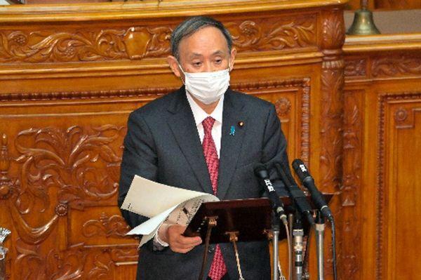 参院本会議で答弁する菅義偉首相=2020年11月30日午後1時17分、恵原弘太郎撮影