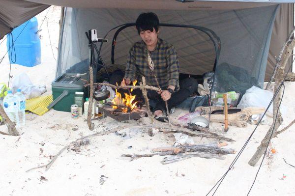 キャンプ芸人としても知られる阿諏訪泰義さん=本人提供